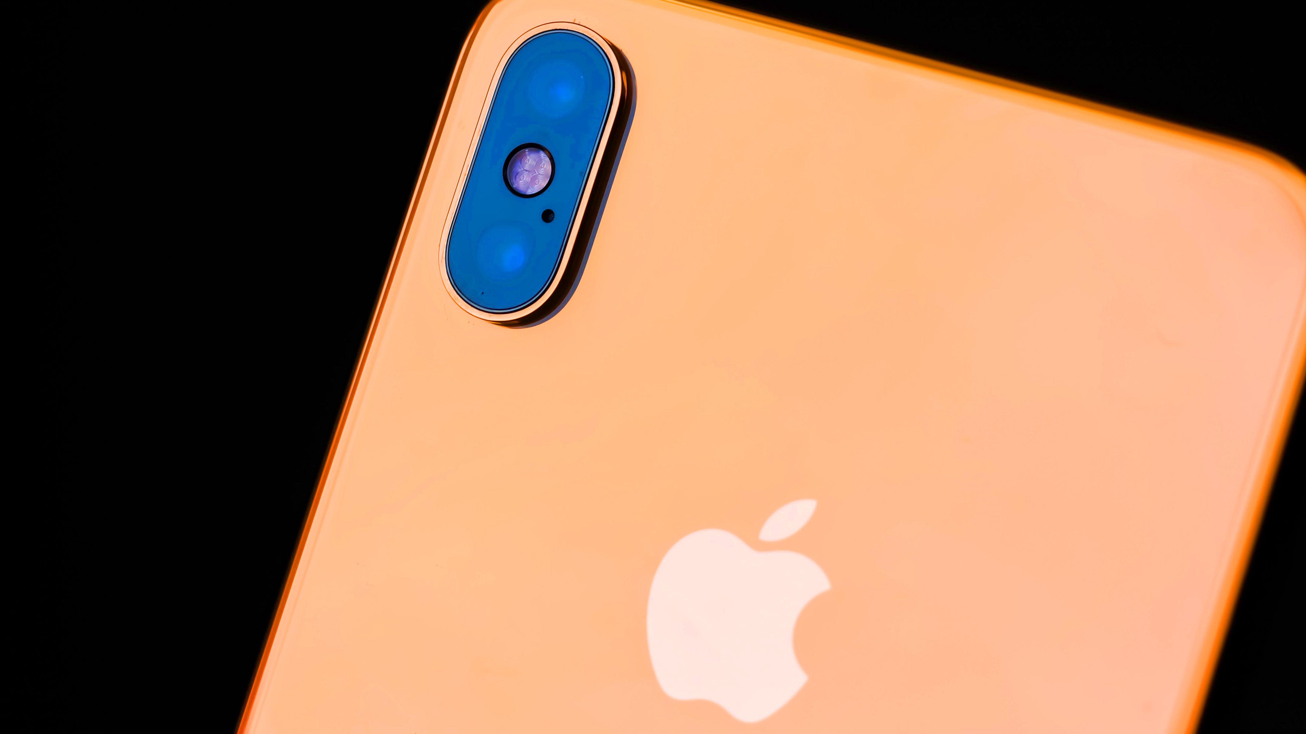 Bloomberg: iPhone Pro оснастят тремя камерами