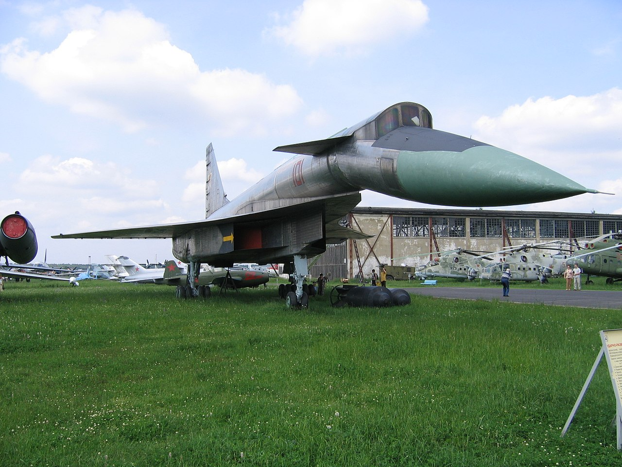 https://360tv.ru/media/uploads/article_images/2018/08/9452_1280px-Sukhoi_T-4_Monino_museum.JPG