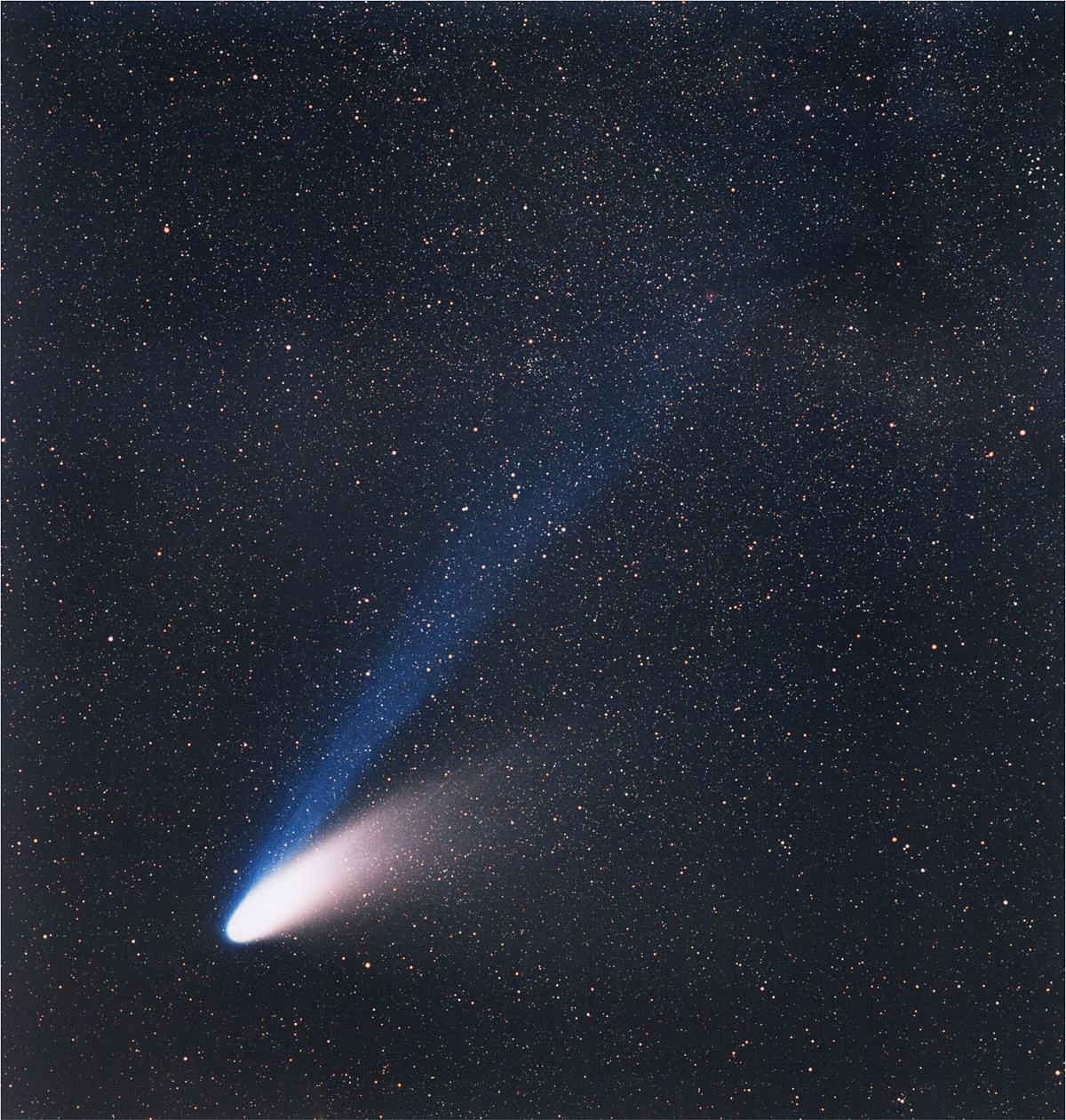 https://360tv.ru/media/uploads/article_images/2018/11/18524_Comet_C-1995_O1_Hale-Bopp_on_March_14_1997.jpg