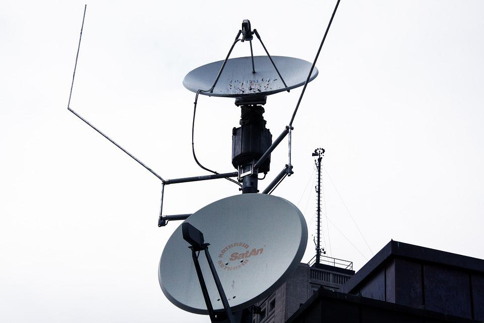 https://360tv.ru/media/uploads/article_images/2018/12/22917_satellite-dishes-195128_960_720.jpg